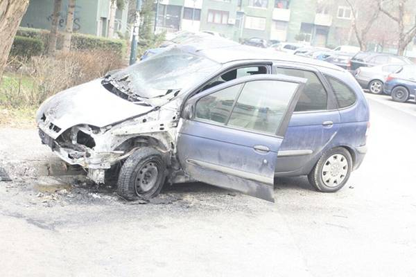 Sarajevo: Na automobilu namjerno podmetnut požar (FOTO)