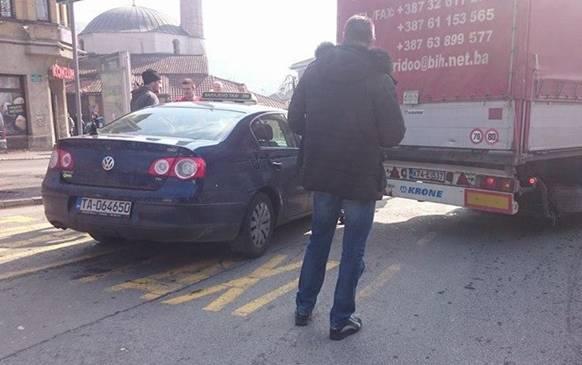 Kamiondžija izvazvao saobraćajni haos u samom centru Sarajeva