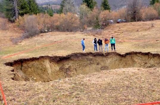 MISTERIJA U SANDŽAKU: Odjednom se otvorila rupa u zemlji, gdje nikad ništa slično nije zabilježeno!