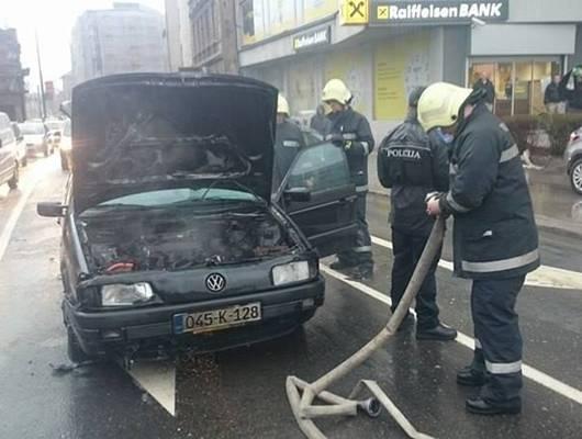 Sarajevo: Zapalio se automobil na raskrsnici na Skenderiji (FOTO+VIDEO)