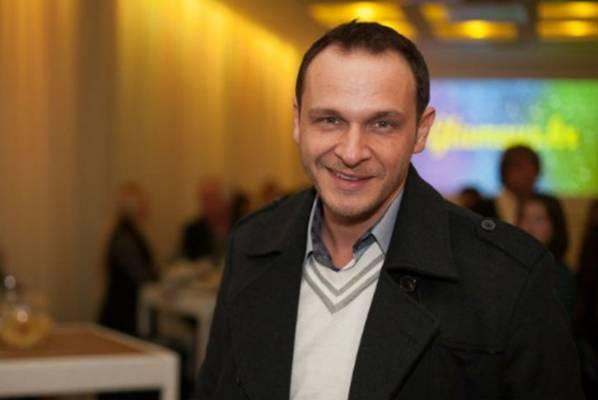 Enis Bešlagić objavio fotografiju iz školskih dana i poslao poruku