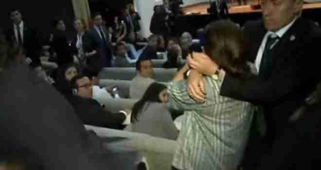 Šok tokom govora turskog predsjednika: Erdoganovi tjelohranitelji udarali i hvatali žene za grudi i intimne dijelove…