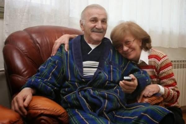 VIJEST KOJA NIKOGA NIJE OSTAVILA RAVNODUŠNIM: Supruga Bate Živojinović u suzama kada je čula šta se desilo…