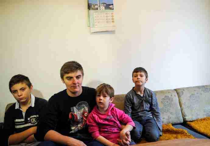 Tri brata i sestra ostali bez oba roditelja: Svaka pomoć Dedovićima je dobrodošla