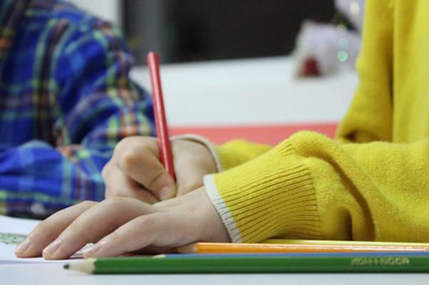 djecak-pisanje-skola