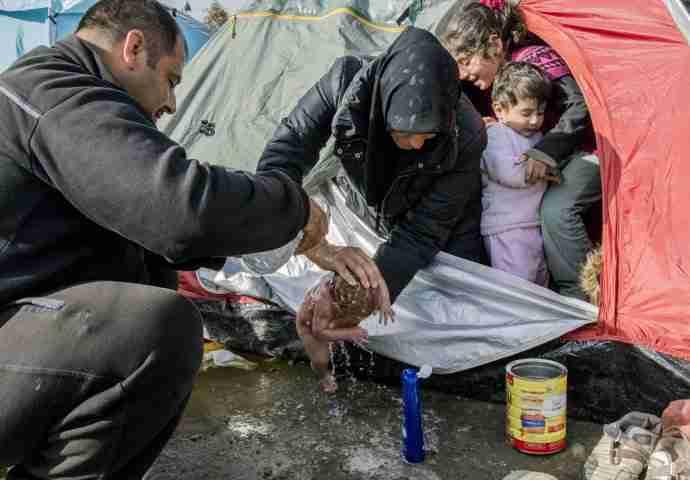 Fotografija novorođenčeta iz Idomenija zaprepastila svjetsku javnost: Grčka obećala rješenje