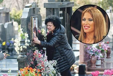 6 GODINE BEZ KSENIJE PAJČIN: Evo šta se jučer dogodilo na grobu ubijene pjevačice!