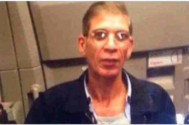 TERORISTIČKI SELFI: OTMIČAR nosi SAMOUBILAČKI POJAS i pozira u avionu
