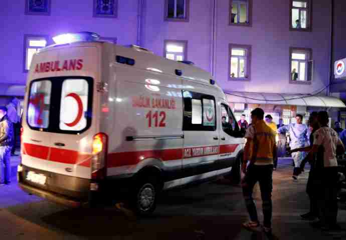 Terorizam u Ankari: U eksploziji automobila bombe poginulo najmanje 27 ljudi, ozlijeđenih preko 70