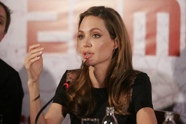TAJNA SE OTKRILA NAKON TOLIKO VREMENA: Dok je jela ćevape u Sarajevu, Angelina Jolie je…