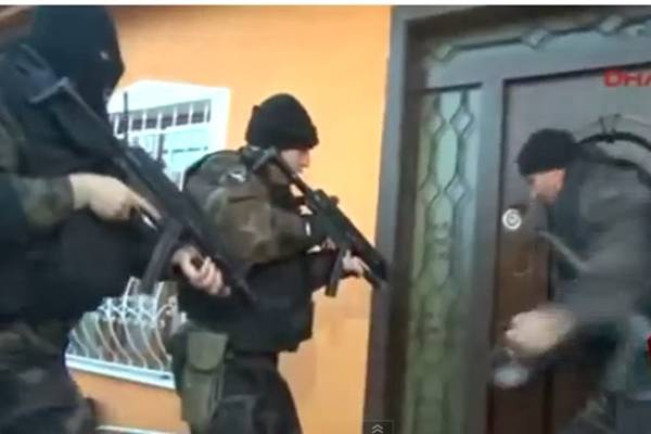 BRUKA SPECIJALACA: Nisu uspjeli da provale u kuću, domaćin im sam otvorio vrata!