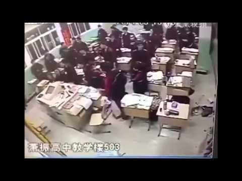 UZNEMIRUJUĆI SNIMAK: Učenik se zbog pritiska u školi ubio pred cijelim razredom…