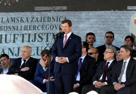 Pogledajte ko je Bošnjak, koji je danas osudio govor Davutogluao o Aliji Izetbegoviću…