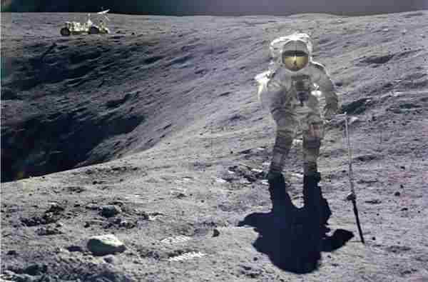 12 očiglednih dokaza da je sletanje na Mesec bilo potpuno lažno i snimljeno u studiju