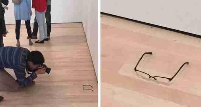 Tinejdžeri na pod muzeja ostavili naočale: Posjetioci mislili da je i to muzejski eksponat