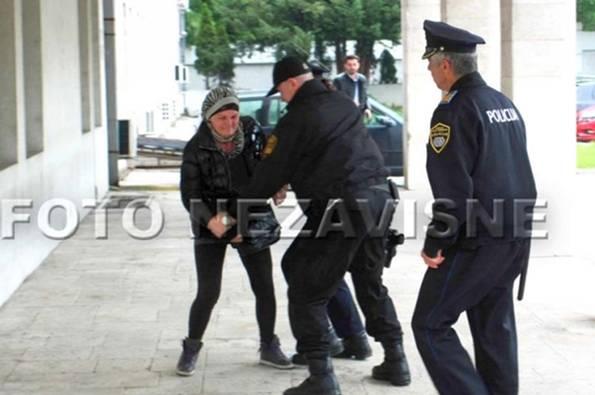 Ovo je žena koja se pokušala zapaliti ispred zgrade Vlade BiH