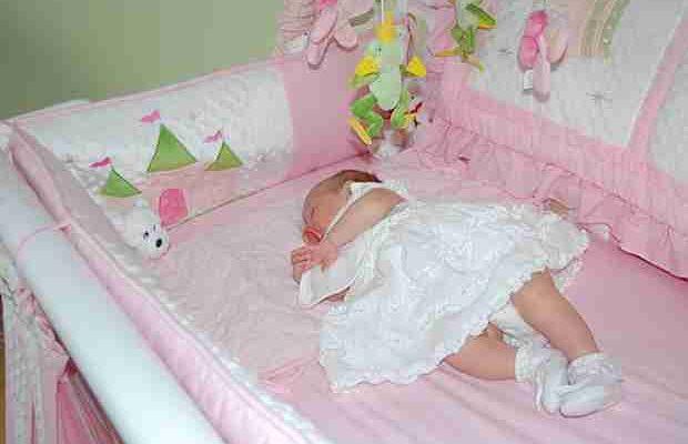 beba u krevetu_compressed