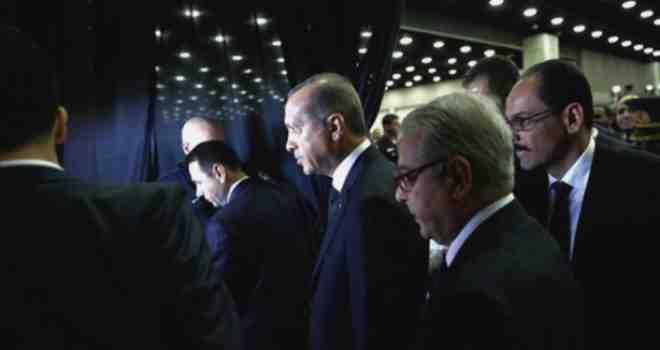 Skandal na sahrani Muhameda Alija: Erdoganu nije dozvoljeno da na kovčeg stavi tkaninu sa Kabe