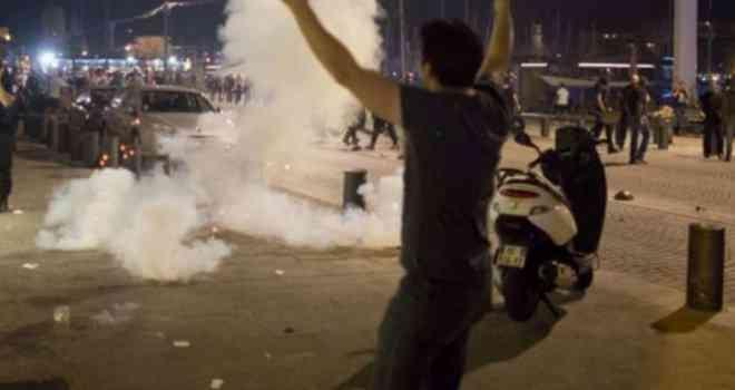 VIDEO/ POČEO HAOS U FRANCUSKOJ: Ratoborni engleski huligani i lokalni muslimani pobili se u Marseju