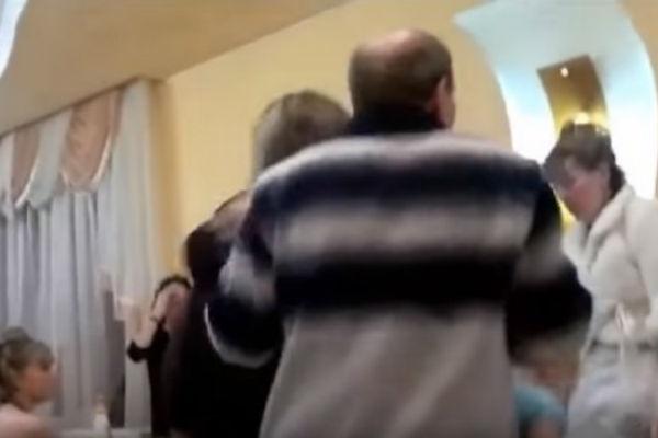 Svekar opalio snahi ŠAMAR nasred svadbe: Svatovi ostali ZABEZEKNUTI