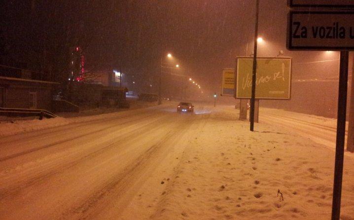 Vozači oprez: Snijeg napravio haos u Sarajevu!