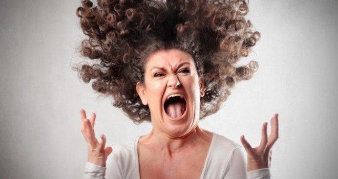 Status bijesne Sarajke zapalio internet: Pljunite me u čelo ako mislite drugačije…