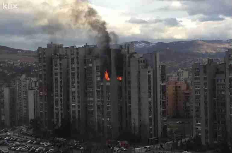 Eksplozija plinske boce u Sarajevu, gori stan na 11. spratu (FOTO)