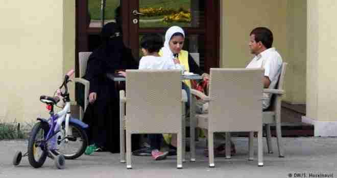 Suživot Bosanaca i Arapa: Stari su sumnjičavi, a mladi su napravili biznis… Priča isključivo glava porodice, a žene…