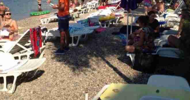Šikaniranje turista u Neumu: Ako nemate ležaljku, zgužvaju vam i bace peškir, redari se okupe oko vas i počne drama…