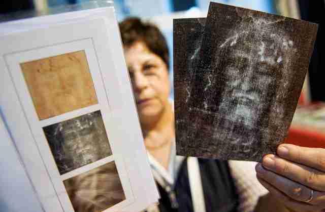 SVJETSKA SENZACIJA: Italijanski naučnici pronašli Isusovu krv na tkanini u koju je bio umotan