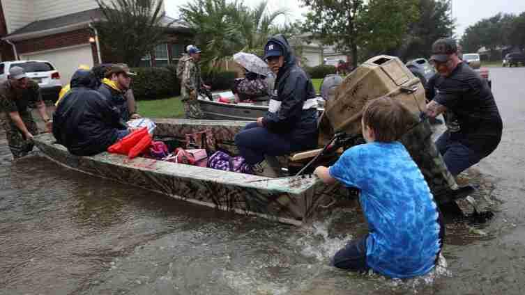 Potresne scene iz Teksasa: Šestočlana porodica utopila se u poplavama u Hjustonu, među njima četvero djece