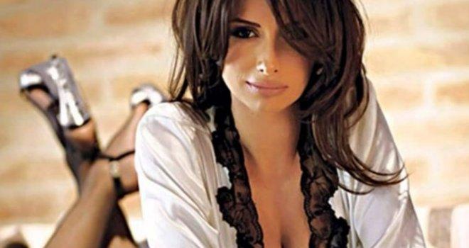 Ovako izgleda majka Emine Jahović: Da li pjevačica liči na nju?