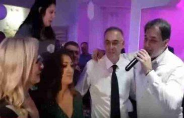 NAČELNIK OŽENIO SINA: Govedarica pjesmom Harisa Džinovića uz asistenciju Pandurevićke zabavljao svatove