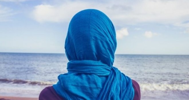 Uske haljinice zamijenila hidžabom: Poznata bh. pjevačica odrekla se mikrofona i okrenula vjeri!