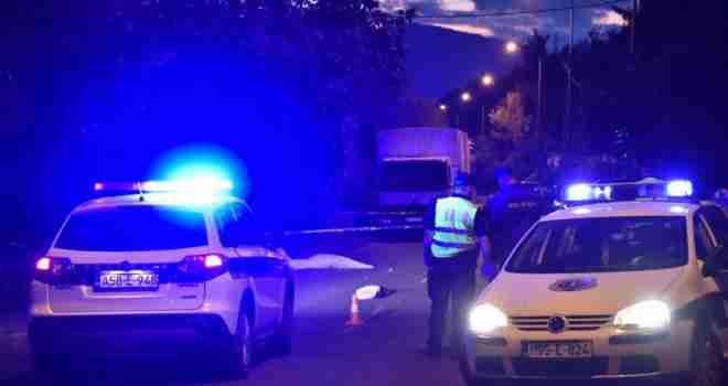 DRAMATIČNE SCENE U DRINSKOJ ULICI: Automobilom udario pješakinju u naselju Pofalići