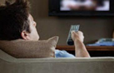 NAPUSTIO ŽENU ZBOG MLAĐE: SLJEDEĆI DAN UPALIO TV I SKORO DOBIO INFARKT!