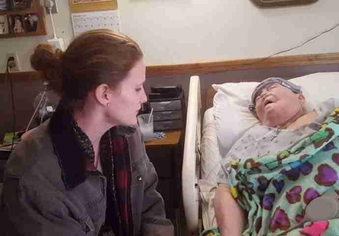Medicinska sestra pored bake koja umire: Nije znala da je sve vrijeme snimaju POGLEDAJTE ŠTA RADI!