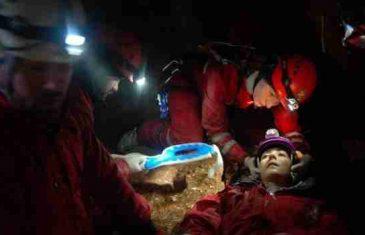 Pogledajte akciju spašavanja povrijeđene alpinistice iz jame duboke 150 metara