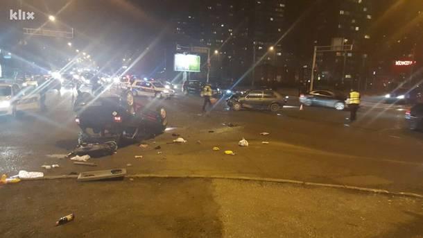 Sarajevo: Teška saobraćajna nesreća na Čengić Vili, automobil završio na krovu (FOTO)