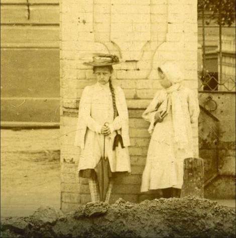 Misteriozne fotografije zbunjuju stručnjake: Ko je SIBIRSKA FANTOMSKA DEVOJČICA?