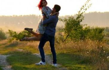 7 sitnica koje jačaju vezu: Šetajte zajedno i grlite se dva minuta!