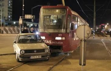 Sarajevo: Sudar tramvaja i Golfa na raskrsnici u Nedžarićima
