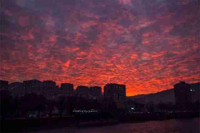 STANOVNICI ZENICE, ZAGREBA, SPLITA… OSTALI BEZ TEKSTA: Pogledajte šta se u utorak pojavilo na nebu! (FOTO)