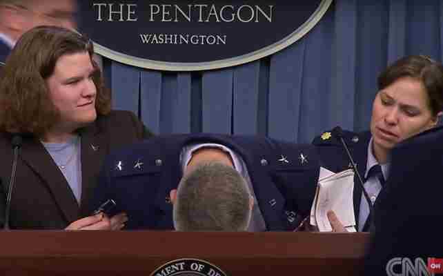Američki general onesvjestio se tokom konferencije za medije