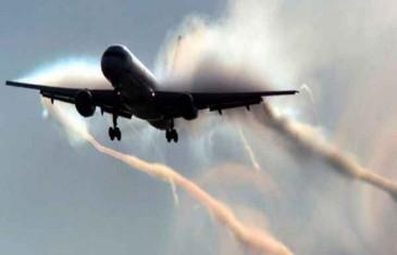 UHVAĆEN NA DJELU! Pilot zaboravio ugasiti ispuštanje chemtrailsa prilikom slijetanja (FOTO/VIDEO)