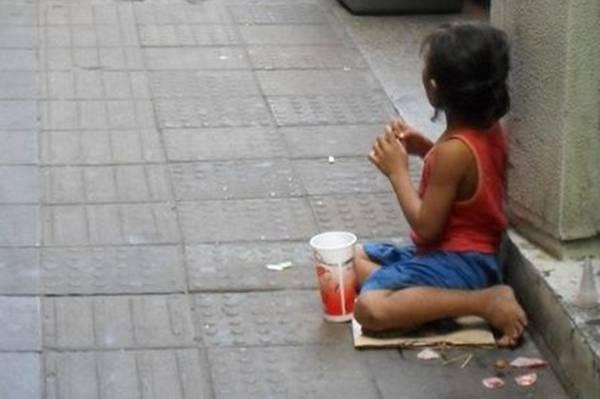 Fašizam udario na Jugoslavenesku djecu, a niko se ne buni. Djeca preživljavaju bolno na ulici!