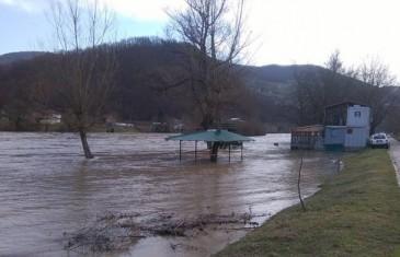 Vodostaj Drine u porastu: Poplavljen kamp Moto kluba u Goraždu!