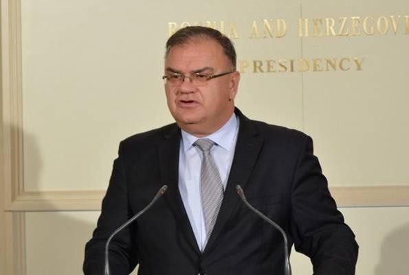 Dok je on član predsjedništva BiH , Kosovo je dio Srbije
