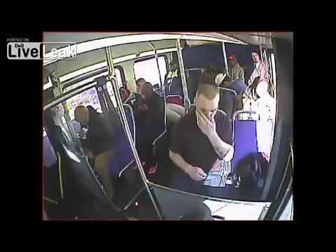 Mladić se predozirao u punom autobusu, policija svjesno objavila snimak