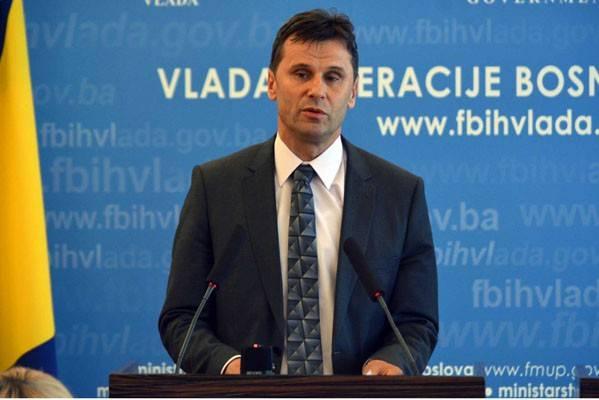 Novalić je danas napustio konferenciju i vješto se izvukao, zbog ovog pitanja